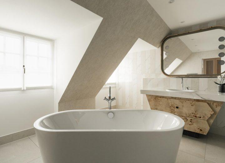 Chenot-Palace-Weggis_Double-Twin-Deluxe-Bathroom-min.jpg