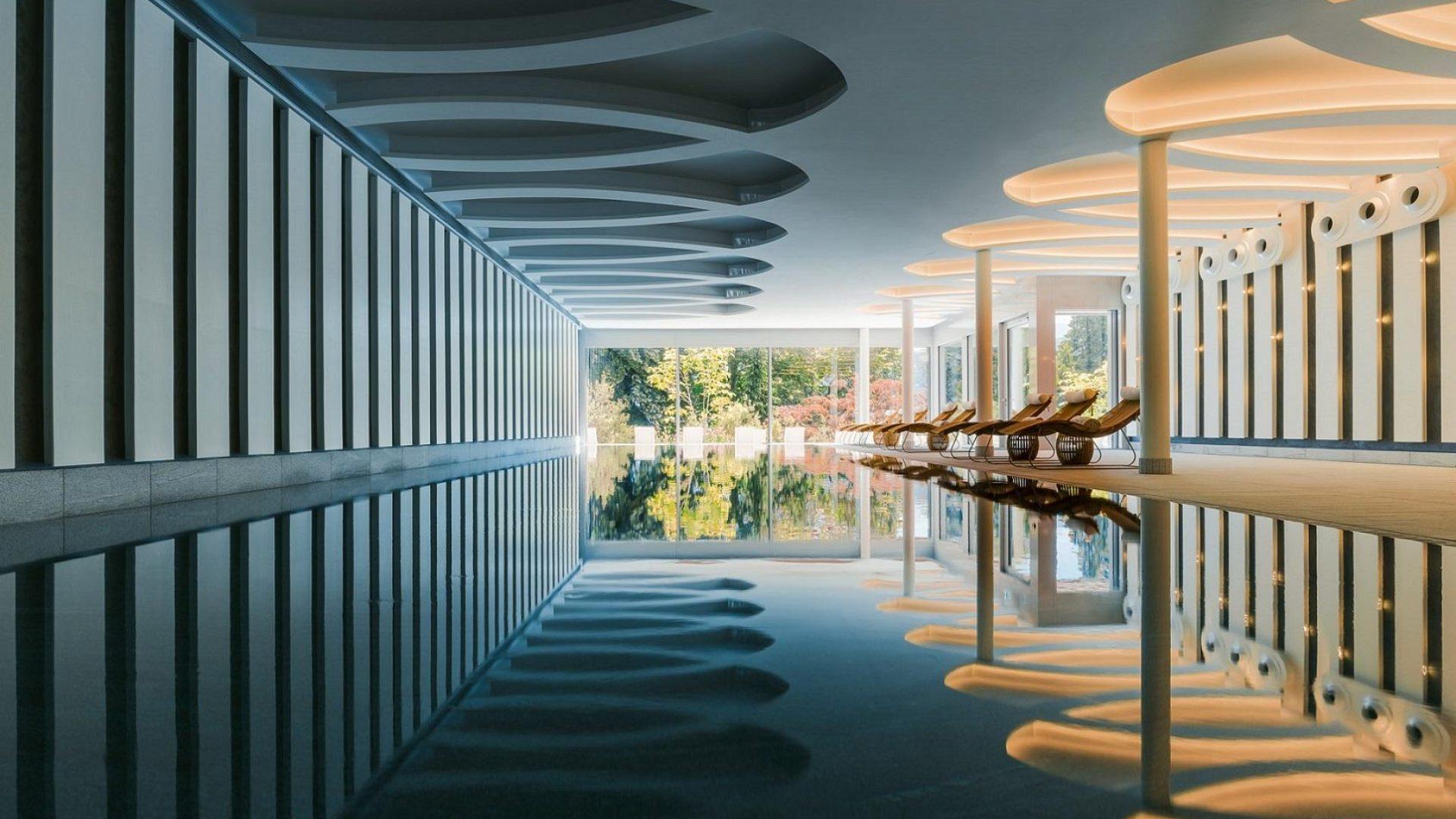 Chenot_palace_weggis_pool.JPG